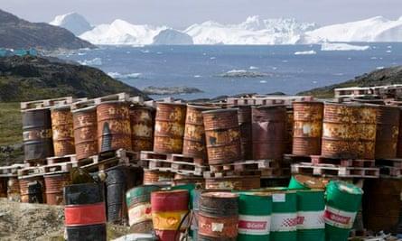 Oil drilling in Arctic : Rusting Oil Barrels in Greenland