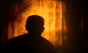 MDG : Silhouette of a man on a wall