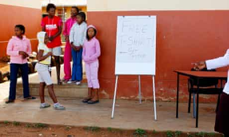 MDG : Tenager and AIDS : HIV testing station in Township