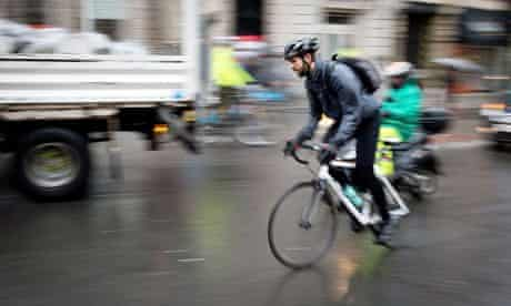Bike Blog : A cyclist rides in central London