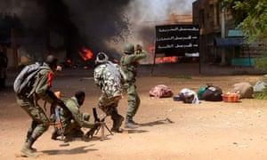 千年发展目标:非洲冲突:马里士兵在马里高城爆发冲突时发生冲突
