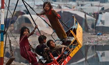 MDG Pakistani gypsy children
