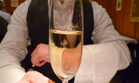 Leo's blog about lobby group and lobbists : Waiter holding glass of champagne