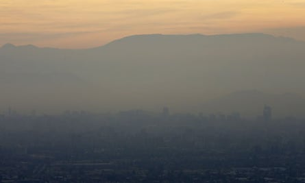 Sooty air pollution : Santiago, Chile, covered by smog