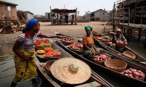 MDG Vegetable sellers in Ganvie, Benin