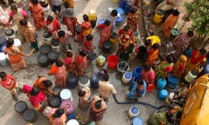 MDg People collect drinking water from a municipal tanker in Kolkata, India