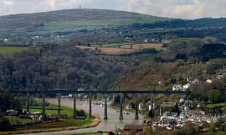 Country Diary : Calstock railway viaduct between Devon and Cornwall and Kitt Hill
