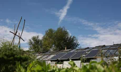 Solar power :  low-carbon sustainable community in Sipson, near Heathrow Airport