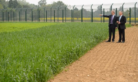Genetically modified (GM) crops : Owen Paterson at  Rothamsted Research, in Harpenden