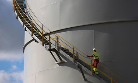 Fossil fuels import : a storage tank at the EON AG gas fired power station