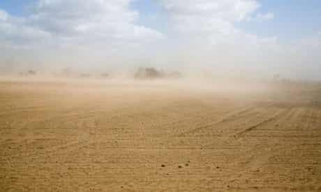 Nafeez Blog on Peak soil : Wind causing soil erosion in fields, Suffolk Sandlings