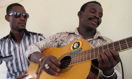 MDG : Mali elections : Timbuktu musician Mdas and Gao musician Nasser Maiga