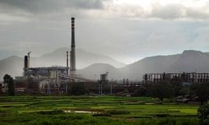 MDG : Vedanta aluminum refinery, Niyamgiri hills home of the Dongria Kondh in Kalahandi, India