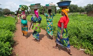 MDG : US Aid policy and abortion : CAR Women walking to the market in Central African Republic
