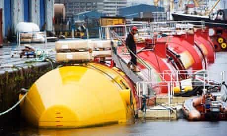 Scottish tidal energy project : Pelamis Wave Power, Edinburgh, Scotland