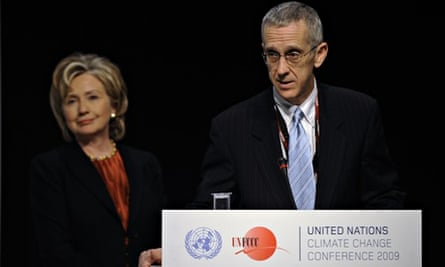 US Climate Envoy Todd Stern (R) and Hillary Clinton at COP15 in Copenhagen