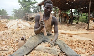MDG : A stone crusher in Bagega's mining area smashes rock to feed to the stone grinder