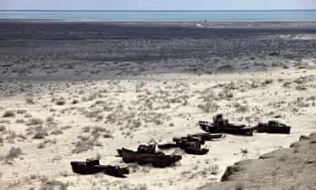 MDG : A ship graveyard in the Aral Sea near Muynak, Uzbekistan