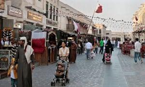 MDG : A Filipina domestic worker accompanies a family in Doha, Qatar