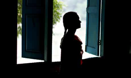 MDG : Silhouette of a woman in Nepal