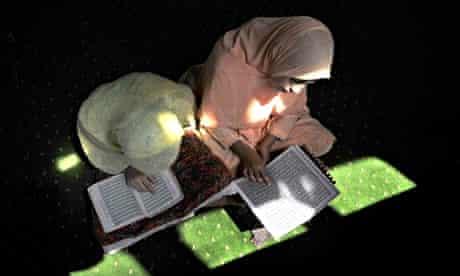 MDG : Kashmiri girls read the Qur'an