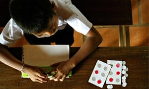 MDG : Student taught braille in Cambodia