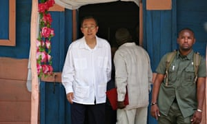 MDG : UN chief Ban Ki-moon visits a cholera-afflicted village in Haiti