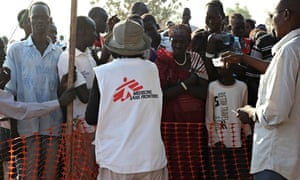 MDG : MSF nurse doing triage among people, waiting to be seen by the medical team, Juba, South Sudan