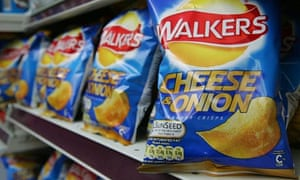 Walkers cheese and onion crisps with CO2 rating