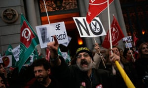 Protesters shout slogans against job cuts outside Madrid's Bank of Spain