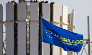 Fracking and drilling Cuadrilla Resources Flag and rig in Grange Hill Blackpool, England, UK