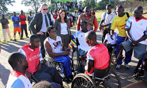 MDG : Under Secretary for International Development Lynne Featherstone with disabled people