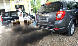 Pollution in Indonesia : exhaust car emissions inspection in Banda Aceh