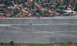 MDG : Asbestos in Brazil : general view of mine tailings from the Cana Brava chrysotile mine, Minacu