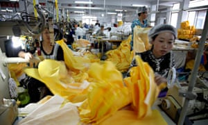 MDG : Factory in China : Chinese workers manufacture protection suits for Ebola