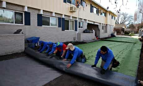California drought : Californians Install Artificial Lawns Due To Statewide Drought