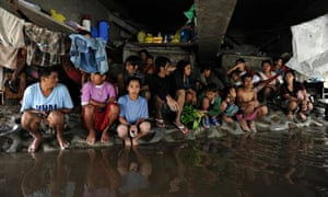 IPCC meeting in Yokohama : shelter from rains and rising floodwaters north of Manila, Philippines