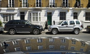 Pollution in Chelsea and Kensington : SUVs and 4x4s parked in streets