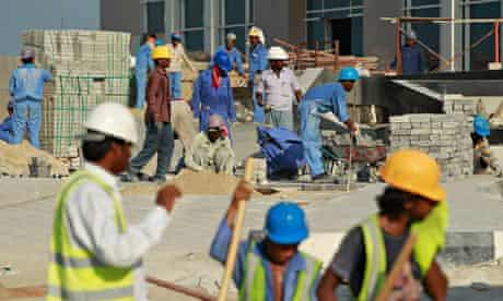 MDG : Qatar Kafala system : Foreign workers on construction site  in Doha city