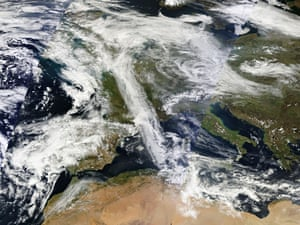 Dust from Sahara create smog in UK : Satellite view of North Africa and Europe