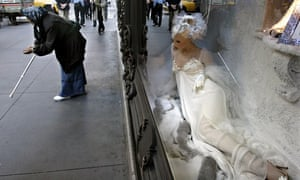 MDG : Wealth gap and economic inequality : beggar in New York
