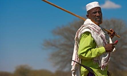 MDG : Ethiopian farmer with mobile phone during Gada celebration in Karrayyu tribe , Ethiopia