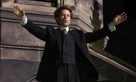 Guy Pearce in Death Defying Acts