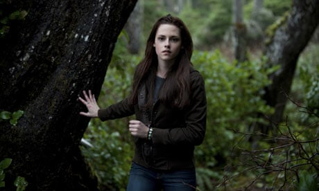 Best one of these 5 topics for an essay on New Moon by Stephanie Meyer?
