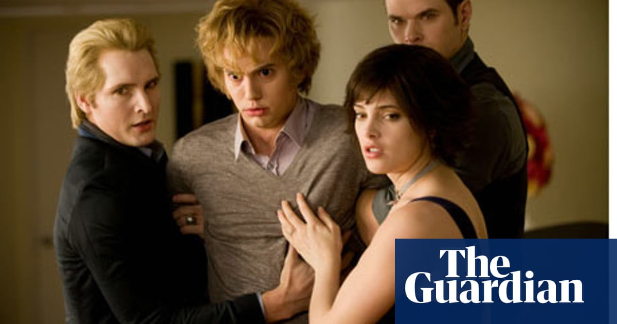 New Moon Enters New Phase For Twilight Franchise Film The Guardian