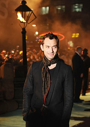 Sherlock Holmes: Jude Law arrives for the world premiere of Sherlock Holmes