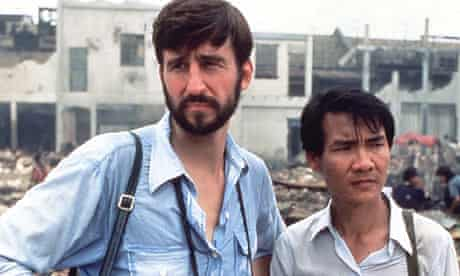 Sam Waterston and Haing S Ngor in The Killing Fields
