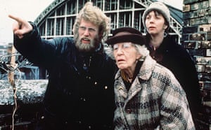 Simon Channing Williams: Philip Davis, Edna Dore and Ruth Sheen in High Hopes (1989)