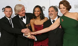 James Cameron and the cast of Avatar with the 2010 Golden Globe for best drama