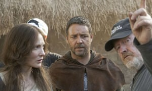 Cate Blanchett, Russell Crowe and Ridley Scott on the set of Robin Hood